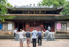 Lao Cai, Vietnam - Sep 09 2017 : Elder man group praying on Den Mau temple near China and Vietnam border. In Lao Cai stock images