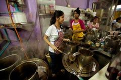 Lao meisjes die in een koffie in Bangkok werken Stock Foto's
