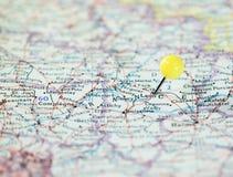 Laon Francia fijada en el mapa de ruta Imagen de archivo