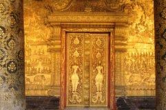 Laos: En ut ur 32 buddistiska tempel i Luang Brabang royaltyfria bilder