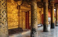 Laos: En ut ur 32 härliga buddistiska tempel i det forntida ret Royaltyfri Fotografi