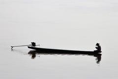 Laos fiskare på mekong rever Arkivbilder