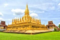 Laos loppgränsmärke, guld- pagodwat Phra den Luang i Vientiane buddistiskt tempel Berömd turist- destination i Asien Arkivfoto