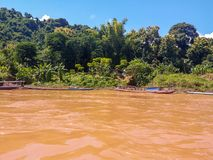 Laos Luang Prabang Mekong rzeka na sposobie Nam Khan rzeka Zdjęcia Royalty Free
