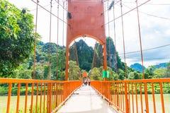 laos vangvieng Maj 12 2017: Orange färgbro på den Jung grottan Royaltyfri Foto