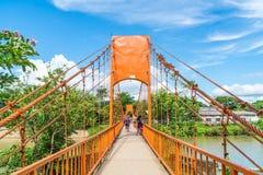 laos vangvieng Maj 12 2017: Orange färgbro på den Jung grottan Fotografering för Bildbyråer