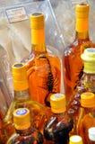 Laotianischer Weinbrand, Alkohol mit einem Skorpion innerhalb der Flasche Lizenzfreie Stockfotos
