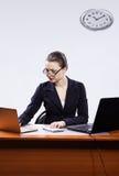 lap-top δύο επιχειρηματιών στοκ εικόνα