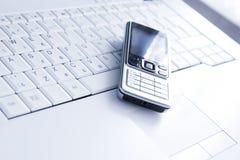 lap-top κινητό πέρα από το τηλέφωνο Στοκ Εικόνα