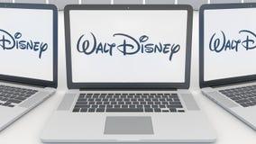 Lap-top με το λογότυπο εικόνων Walt Disney στην οθόνη Εννοιολογική εκδοτική τρισδιάστατη απόδοση τεχνολογίας υπολογιστών απεικόνιση αποθεμάτων
