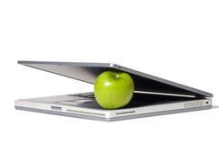 Lap-top που τρώει τη Apple Στοκ Φωτογραφία