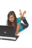 lap-top που χρησιμοποιεί τις νεολαίες γυναικών Στοκ Εικόνες