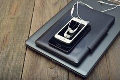 Lap-top, ταμπλέτα και κινητό τηλέφωνο Στοκ Φωτογραφία