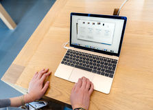lap-top της Apple Computer macbook υπέρ Στοκ Εικόνες