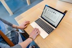 lap-top της Apple Computer macbook υπέρ Στοκ φωτογραφία με δικαίωμα ελεύθερης χρήσης