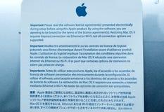 Lap-top της Apple MacBook Pro με τη συμφωνία λογισμικού Στοκ φωτογραφία με δικαίωμα ελεύθερης χρήσης
