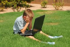 lap-top υπολογιστών αγοριών στοκ φωτογραφία με δικαίωμα ελεύθερης χρήσης