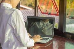 lap-top υπολογιστών που χρησι& Στοκ Φωτογραφία