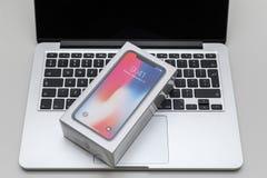 Lap-top iphone της Apple X10, macbook υπέρ Στοκ Εικόνες