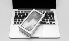 Lap-top iphone της Apple X10, macbook υπέρ Στοκ φωτογραφία με δικαίωμα ελεύθερης χρήσης