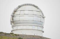 LAPALMA, SPANIEN - AUGUSTI 12: Jätte- 10 meter för spanjorteleskop GTC avspeglar diametern, i den Roque de los muchachos observat Arkivbilder