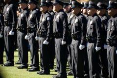 LAPD neuf reçoit un diplôme la ligne. image stock