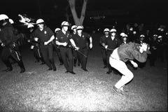 LAPD reprend la pelouse d'hôtel de ville Image stock