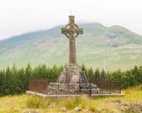 Lapide molto vecchia nel cimitero fotografie stock