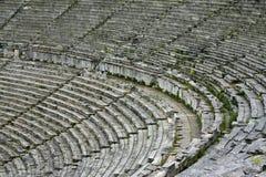 Lapidez les sièges dans le théâtre antique grec Photo libre de droits