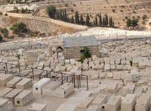Lapidi di un cimitero ebreo antico sulla montagna di Eleonsky Gerusalemme, Israele Fotografie Stock Libere da Diritti
