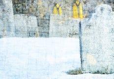 Lapidi e chiesa nel cimitero dello Snowy Immagini Stock Libere da Diritti