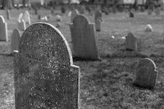 Lapidi stagionate in un cimitero storico Fotografia Stock Libera da Diritti