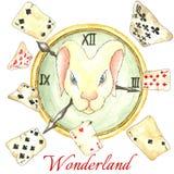 Lapin blanc sur l'horloge et les vieilles cartes jouantes Photos stock