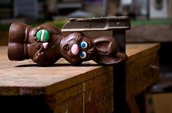 Lapin de chocolat dans le vice Photographie stock