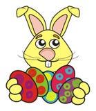 Lapin de Pâques avec des oeufs Images stock