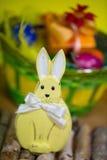 Lapin de Pâques avec l'oeuf de pâques Image libre de droits