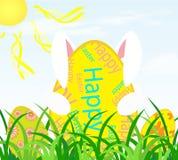 Lapin de Pâques avec l'oeuf de pâques sur l'herbe Photos stock