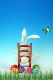 Lapin de Pâques prenant un reste Photos libres de droits