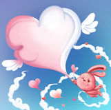 Lapin mignon tenant un coeur de nuage de patte Jour de rue Valentine Photos libres de droits
