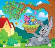 Lapin tenant le thème 6 de panier de Pâques Images stock