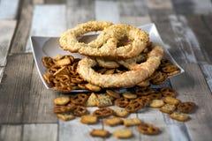 Lapito da tabela do pretzel imagens de stock