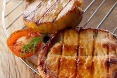 Lapje vlees bij de grill Stock Afbeeldingen