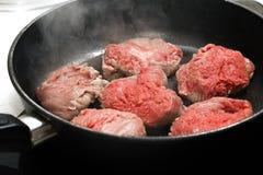 Lapje vlees in de pan Royalty-vrije Stock Afbeeldingen