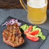 Lapje vlees met bier Royalty-vrije Stock Afbeelding