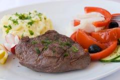 Lapje vlees met groente, salade Royalty-vrije Stock Foto
