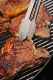 Lapje vlees op de grill wordt gekookt die Royalty-vrije Stock Fotografie
