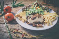 lapje vlees op houten lijstbovenkant viwe Royalty-vrije Stock Foto