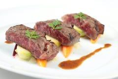 Lapje vlees op niet traditionele manier wordt gediend die Stock Foto