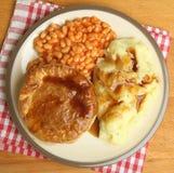 Lapje vleespastei met Gebakken Bonen & Fijngestampte Aardappel Stock Foto