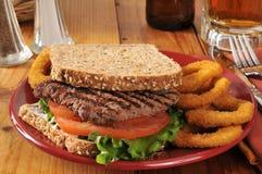 Lapje vleessandwich royalty-vrije stock afbeeldingen